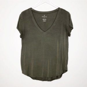 AEO | Green V Neck Favorite Tee Size Medium